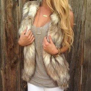 **Skies Are Blue fur vest. Size small. Tan white